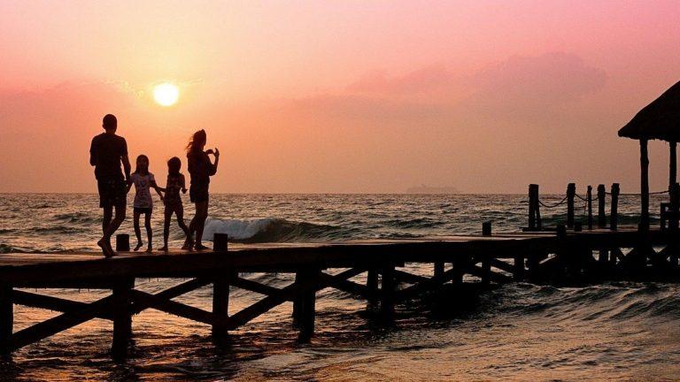 משפחה על החוף - פתרונות למשפחה ולפרט