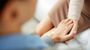 יד אוחזת יד - ביטוח אובדן כושר עבודה