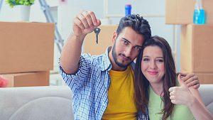 זוג בדירה - ביטוח משכנתא