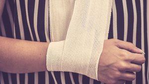 זרוע חבושה - ביטוח תאונות אישיות